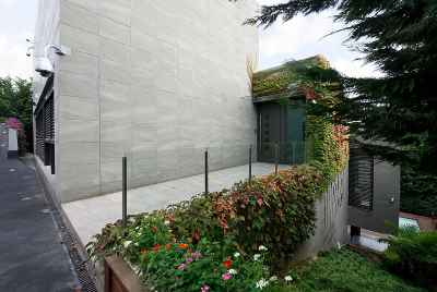 Дизайнерская вилла с бассейном недалеко от Барселоны